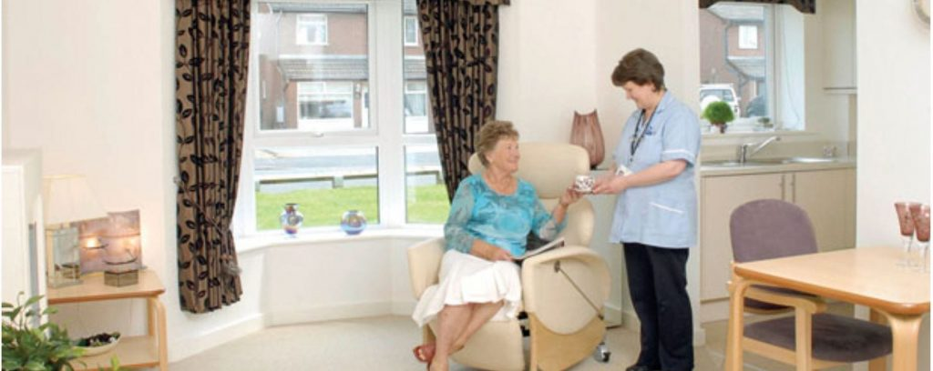 Mature living at iCare Links View - carer in attendance